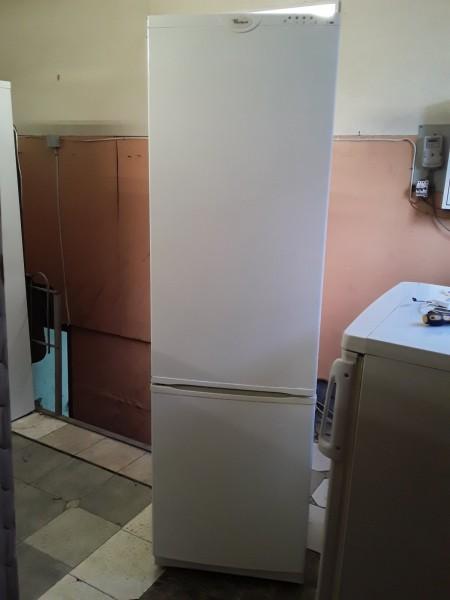 Холодильник Whirlpool 205 см