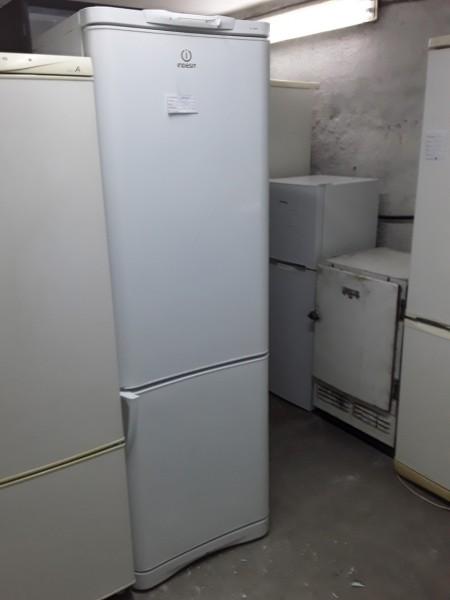 Холодильник Indesit 180 см