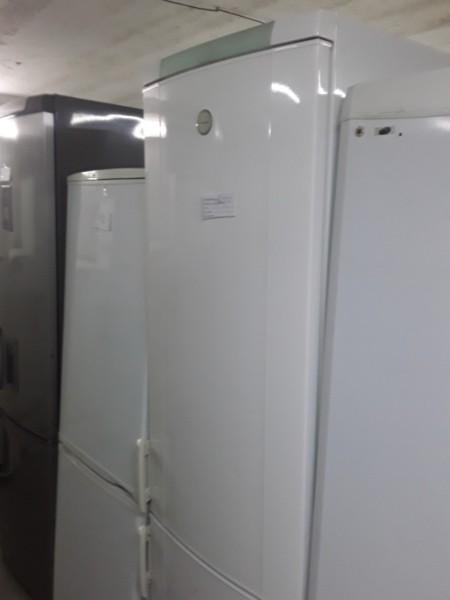Вместительный холодильник Electrolux 200 cм