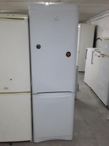 Холодильник Indesit 180 см (1)