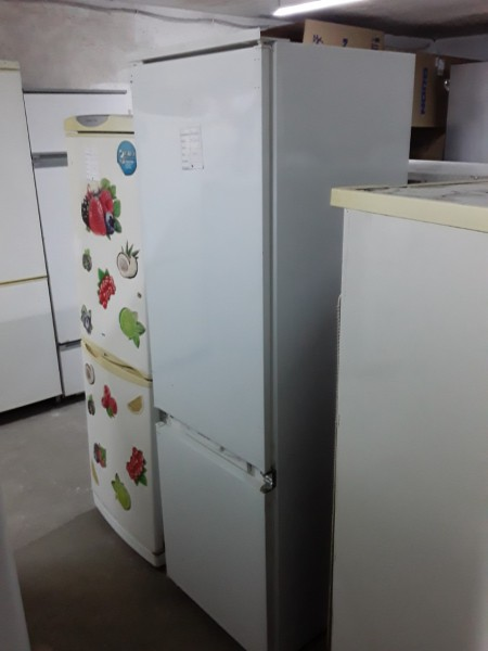 Встраиваемый холодильник Ar...