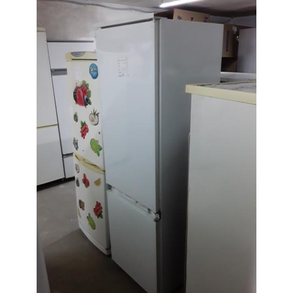 Встраиваемый холодильник Ariston 175 см