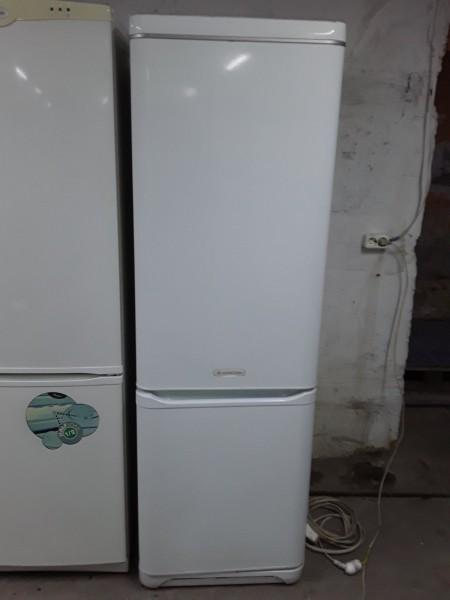 Холодильник Ariston 180 см