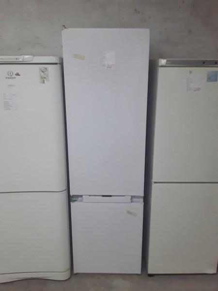Холодильник Ariston встраиваемый
