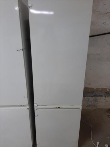 Двухкамерный холодильник Ariston 177 см
