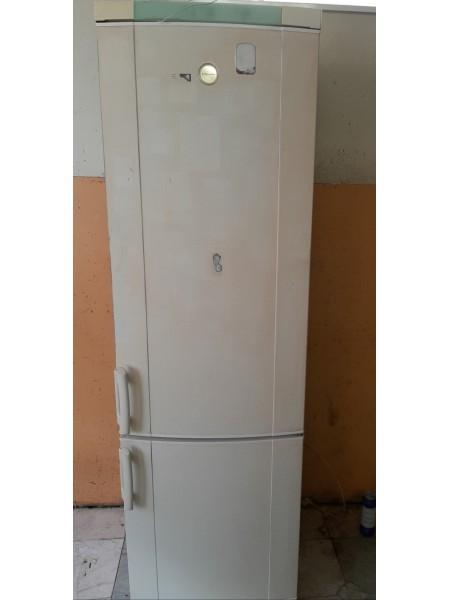 Двухкамерный холодильник Elektrolux 200 см