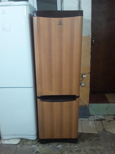 Холодильник Индезит под дерево