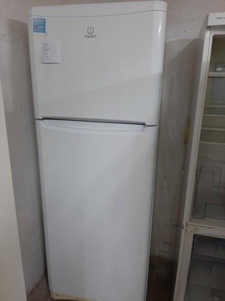 Двухкамерный холодильник Indesit (190 см)