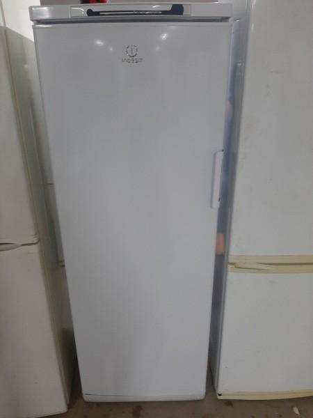 Однокамерный холодильник Indesit(158 см)