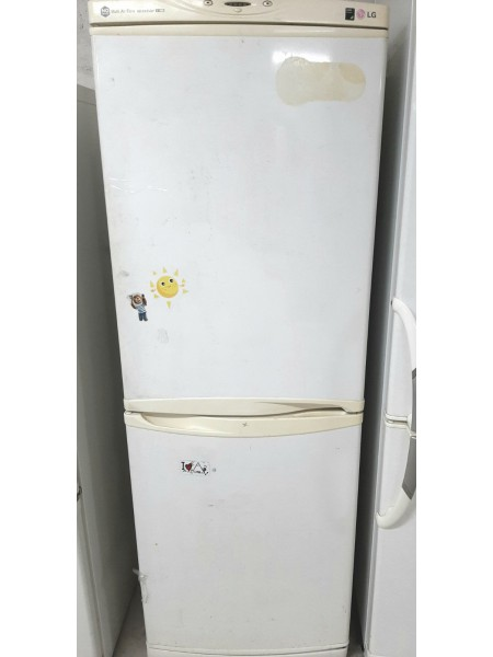 Двухкамерный холодильник LG...