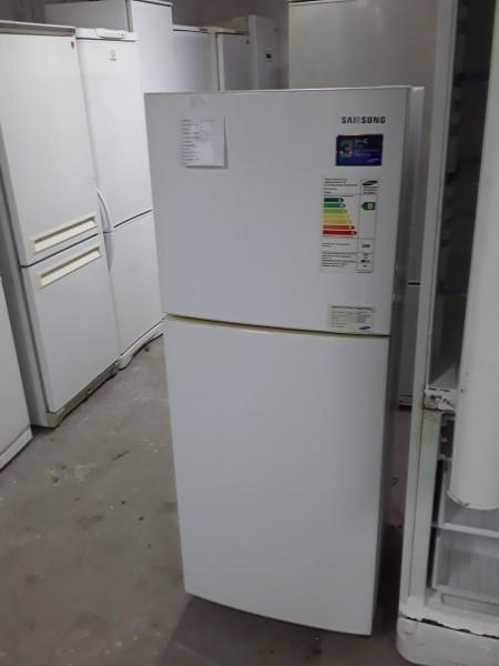 Двухкамерный холодильник Samsung (140 см)